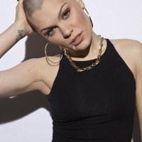No Entiendo Tu Pelo | Jessie J se rapa al 0.