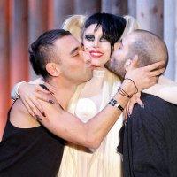 """NETP: Fans de Lady Gaga ofrecen sexo a cambio de ventas de """"Applause"""""""