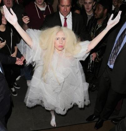 Lady Gaga  barefoot Berlin to London! 012