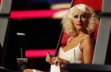 Christina Aguilera y la silla roja, inseparables