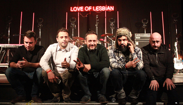 31Canciones-Love-of-Lesbian-Sala-Custom.jpg