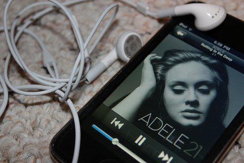adele-iphone-music-rolling-in-the-deep-someone-like-you-Favim.com-407807