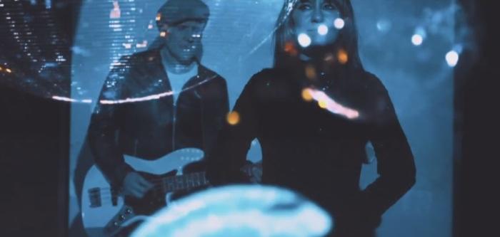amaral-presentan-nuevo-videoclip-para-lo-que-nos-mantiene-unidos-1