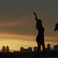 """Lesbianas, cumbia, una azotea y mucho buen rollo en el """"Palermo Queens"""" de Benjamin Biolay con Sofia Wilhelmi"""