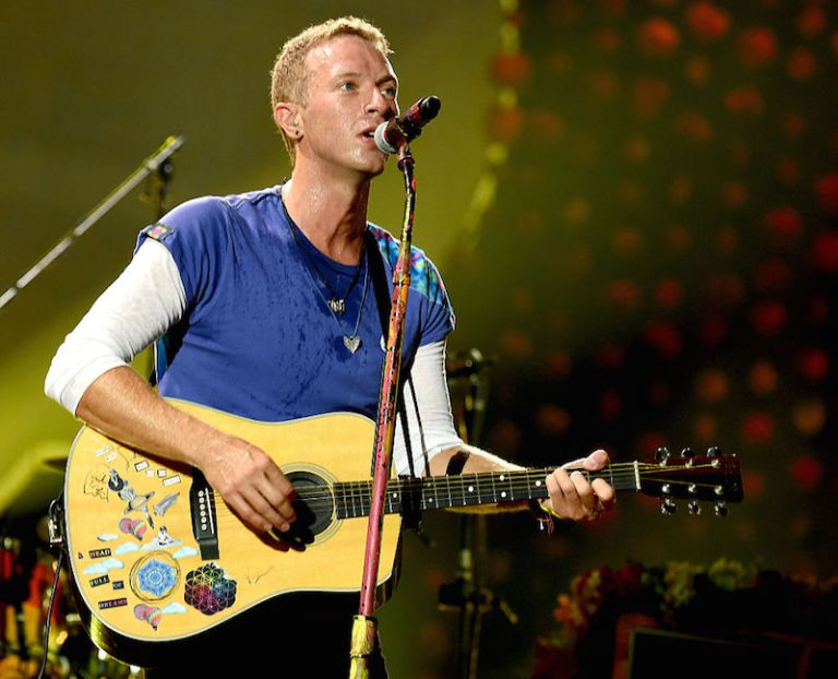 PASADENA, CA - AUGUST 20:  Singer Chris Martin of Coldplay performs at the Rose Bowl on August 20, 2016 in Pasadena, California.  (Photo by Kevin Winter/Getty Images)
