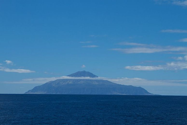 800px-Tristan_da_Cunha,_British_overseas_territory-20March2012.jpg
