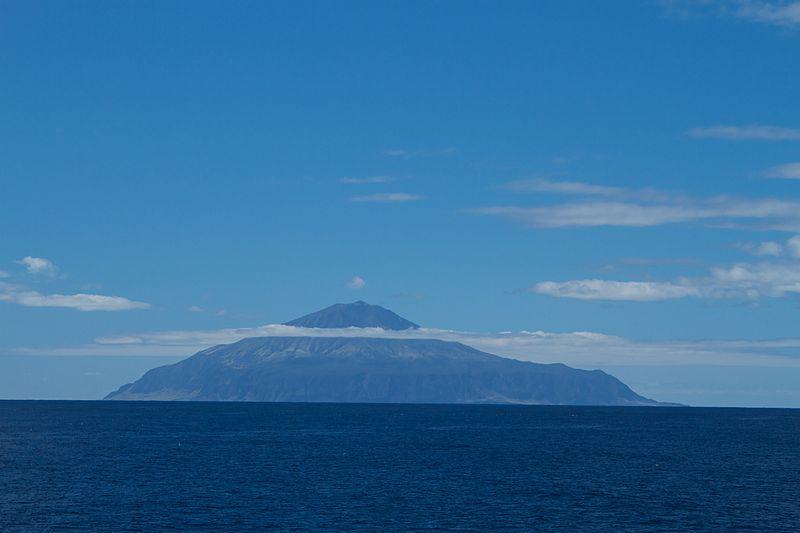 800px-Tristan_da_Cunha,_British_overseas_territory-20March2012.jpg