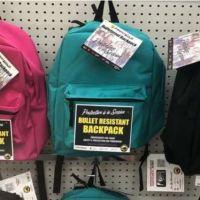El enfermizo (y suculento) negocio del año en Estados Unidos: mochilas antibalas para los niños